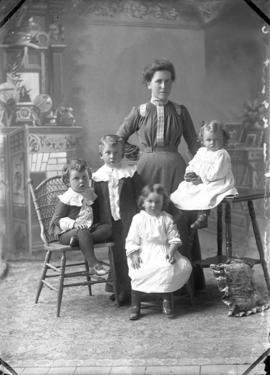 Chisholm, Duncan, Mrs. & children of