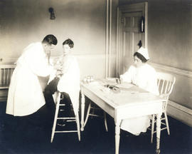 Photograph of tuberculosis examiner Dr. T.M. Sieniewicz conducting a clinic at Health Centre No. 1