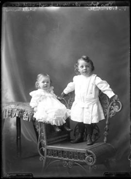 Photograph of the children of John W. Urquhart
