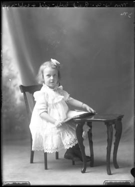 Photograph of Emma Elizabeth Reid, the daughter of Mrs. W.A Reid