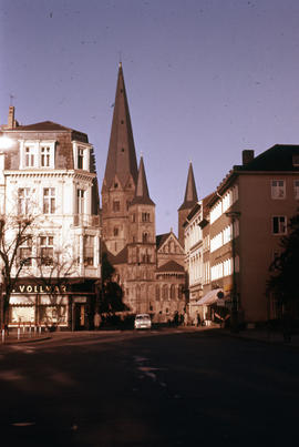 Photograph of the Bonn Minster, partially blocked
