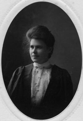 Photograph of Mary Elizabeth MacKenzie : Class of 1906