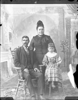 Photograph of family of Peanen?