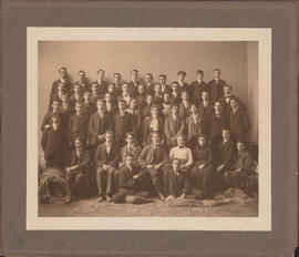 Photograph of the Dalhousie University arts students of 1904