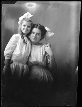 Photograph of Kathleen & Marguerite Waldren