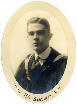Portrait of Hugh Osmund Blauvelt : Class of 1918