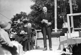 Photograph of Hon. E. N. Rhodes speaking to a crowd