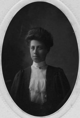 Photograph of Alice Maude Haverstock : Class of 1906