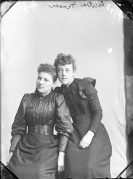 Photograph of Gertie Fraser and her friend