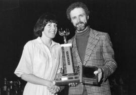 Photograph of Pam Currie and Al Yair : Award presentation