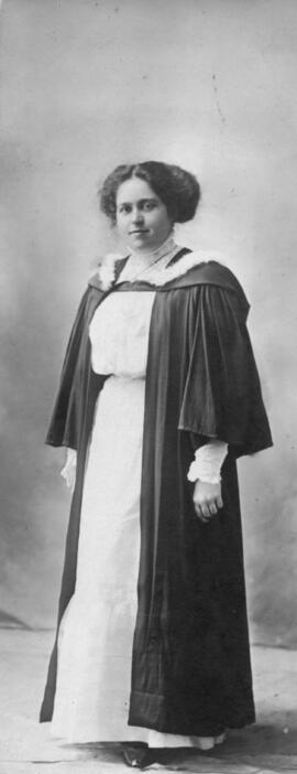Photograph of Georgina Marion MacKay : Class of 1910