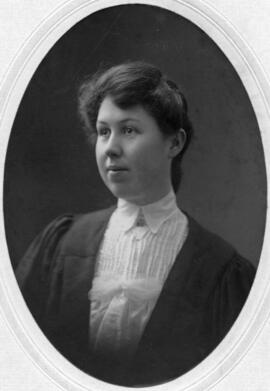 Photograph of Euphemia MacInnis : Class of 1905