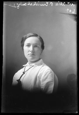 Photograph of Alice P. Cruikshanks