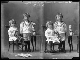 Photograph of the children of Mr. Duncan Robertson
