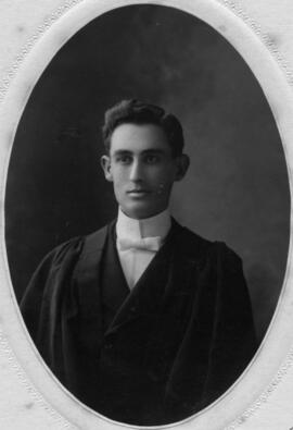 Photograph of Ewen Cameron MacKenzie : Class of 1906