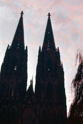 Photograph of the Cologne Cathedral (Kölner Dom), two spires