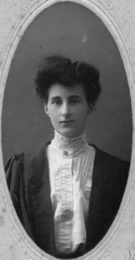 Photograph of Estella Mabel Burris : Class of 1904