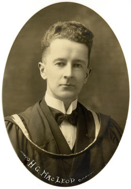 Portrait of Hugh Gordon MacLeod : Class of 1922