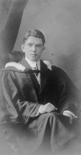Photograph of Lewis Murdock Thompson : Class of 1910
