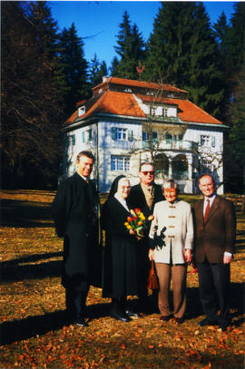 Photograph of Elisabeth Mann Borgese and others in Bad Tölz, Germany