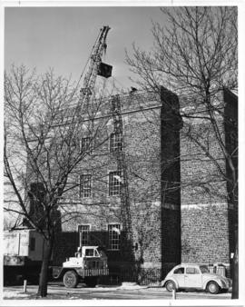 Photograph of an IBM 1620 computer being hoisted into the Dunn Building