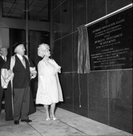 Photograph of the Queen Mother unveiling a plaque at the Tupper Building
