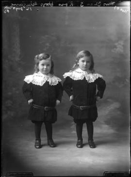 Photograph of the children of Mrs. Charles Ross