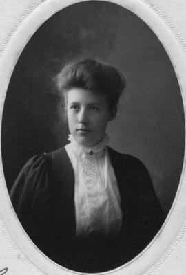Photograph of Dora Guille Faulkner : Class of 1906