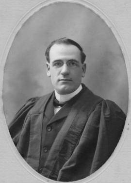 Photograph of Hector Francis MacRae : Class of 1907