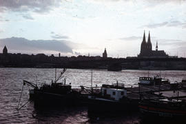 Photograph of the evening atmosphere by the water, Cologne