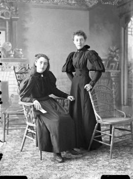 Photograph of Maud and Annie McKinnen
