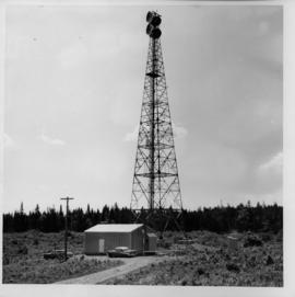 Photograph of an unidentified radio tower, taken from the ground