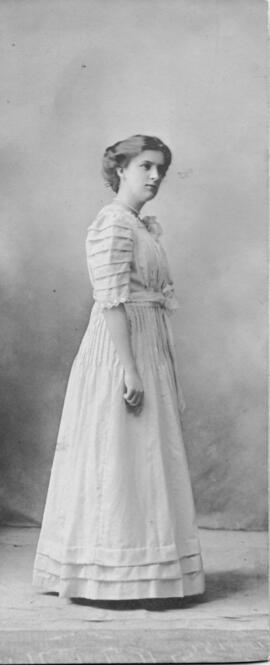 Photograph of Minnie Lenore Smith : Class of 1910