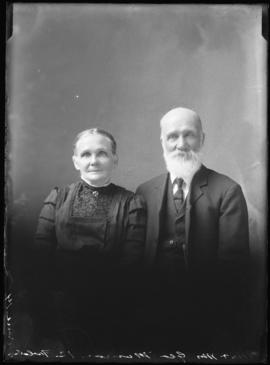 Photograph of Mr. & Mrs. George Munro