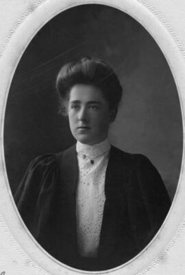 Photograph of Winifred Glen Barnstead : Class of 1906