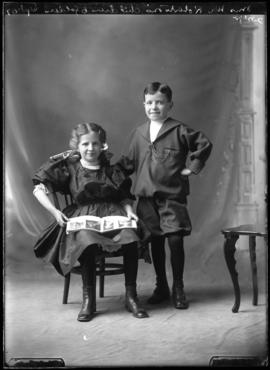Photograph of  the children of Mrs. Dr. Robertson