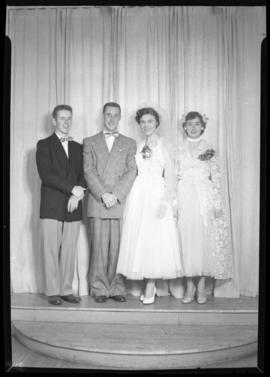 Photograph of the wedding party at the Bugby - Steeves wedding