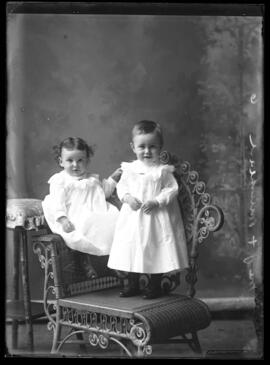 Photograph of the children of Mr. & Mrs. J.F. Muirhead