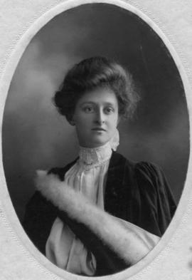 Photograph of Olive Muriel Hill : Class of 1906