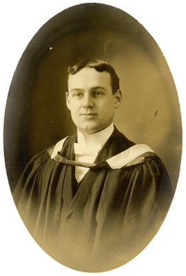 Portrait of Reginald MacKeen Saunders : Class of 1910