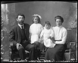 Photograph of Duncan Ross and family