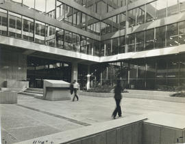 Photograph of the courtyard of the Killam Memorial Library