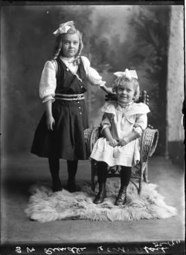 Photograph of the daughters of Mrs. S.W. Rundle