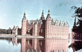 Photograph of Frederiksborg Castle (Slot), side view