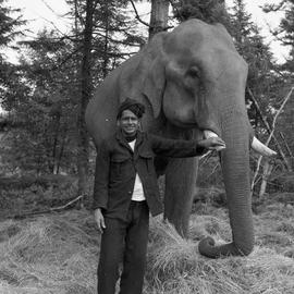 Photograph of Sakunni with Balakrishnan the elephant