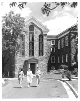 Photograph of the O. E. Smith wing of the MacDonald Memorial Library