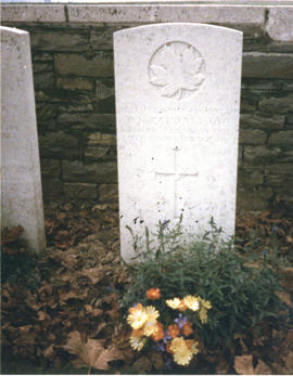 Photograph of Lieutenant Colonel T.H. Raddall, Sr.'s headstone and flowers