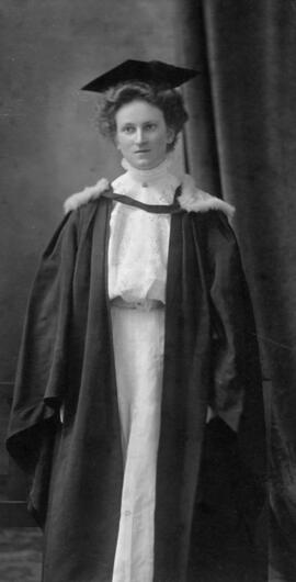 Photograph of Eliza Clara Walker : Class of 1909