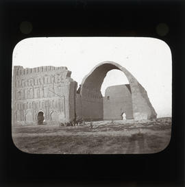 Photograph of Ctesiphon archway and ruins
