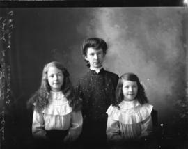 Photograph of the daughters of Hugh McDonald